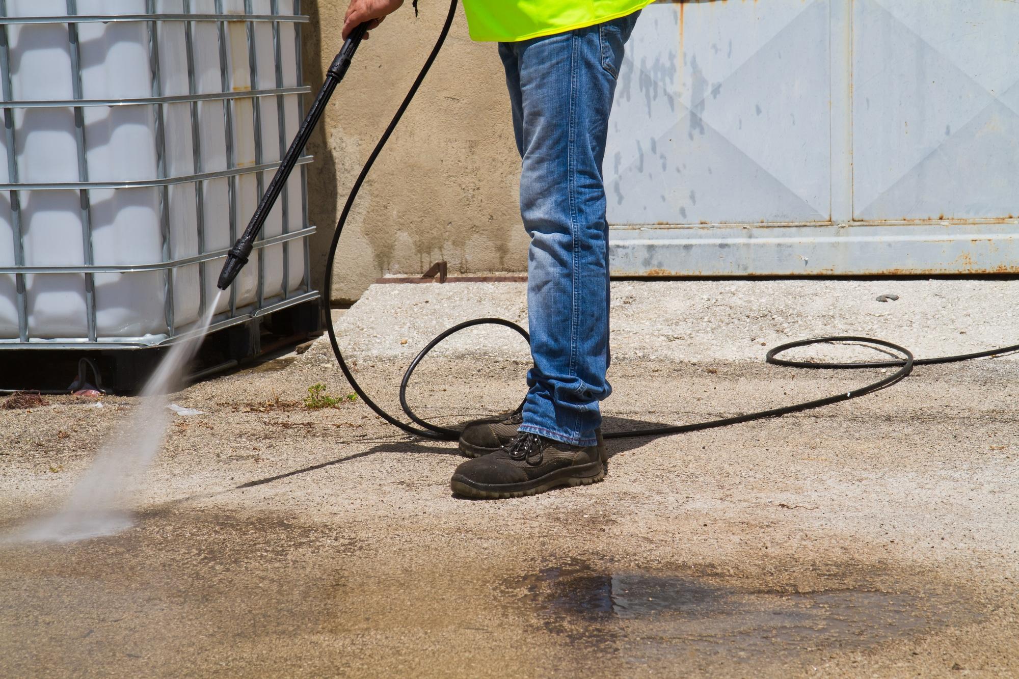 can a pressure washer damage concrete