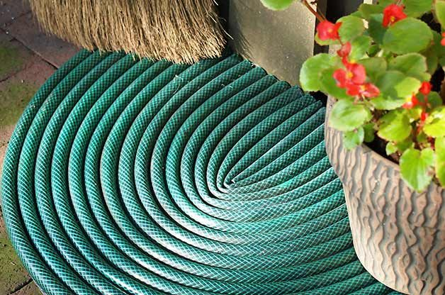photo o recycled hose turns into door matt of Are Garden Hoses Recyclable?
